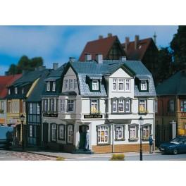 12255 Auhagen HO Kit of an Irish Pub corner house