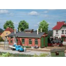 11355 Auhagen HO Kit of a Narrow gauge engine shed with gantry crane