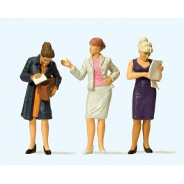 Preiser 44907 1:22.5 G Scale LGB Standing Women